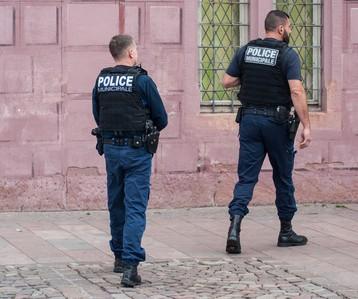 A quoi sert le tuteur dans le dispositif de formation de la police municipale ?